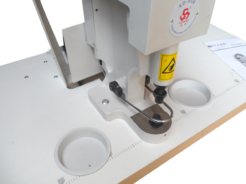 sewing-button-machine-maquina-pega-botones-XD-808-000